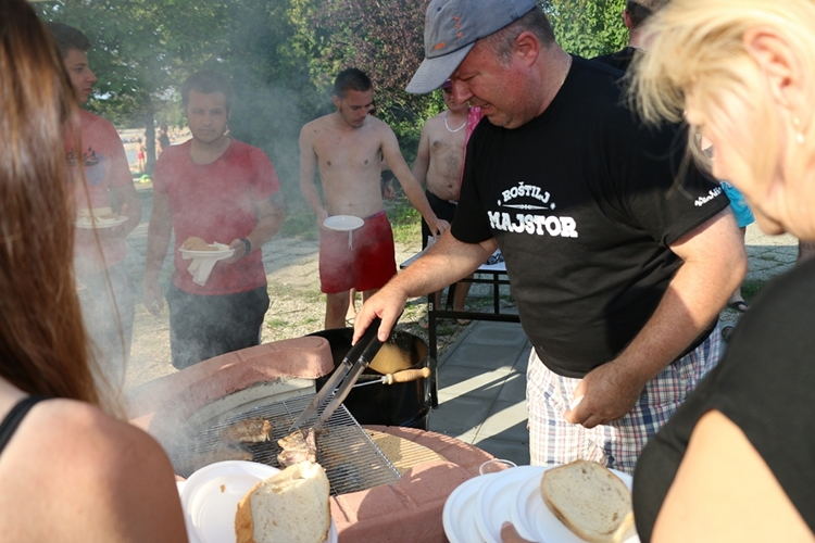roštilj s Čehokom na Aquacityju