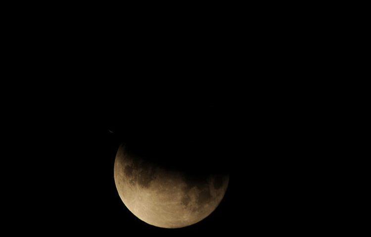 pomrčina mjeseca