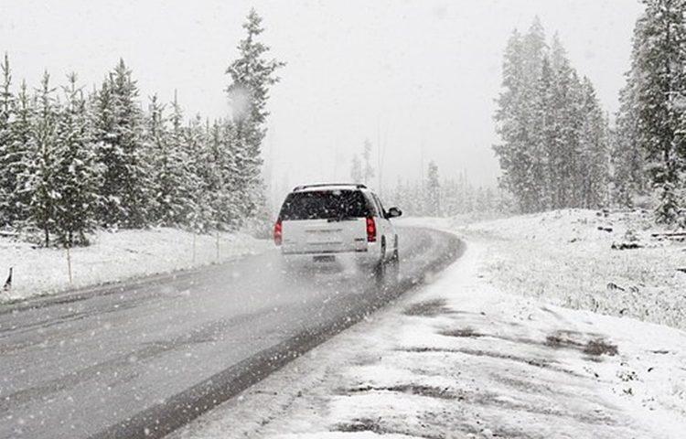 zima snijeg cesta