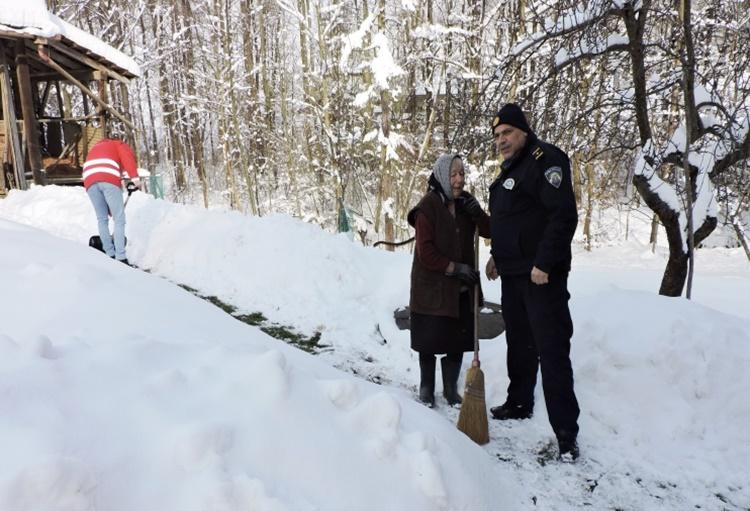 pomoc policija 2