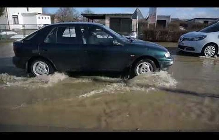 voda na cesti