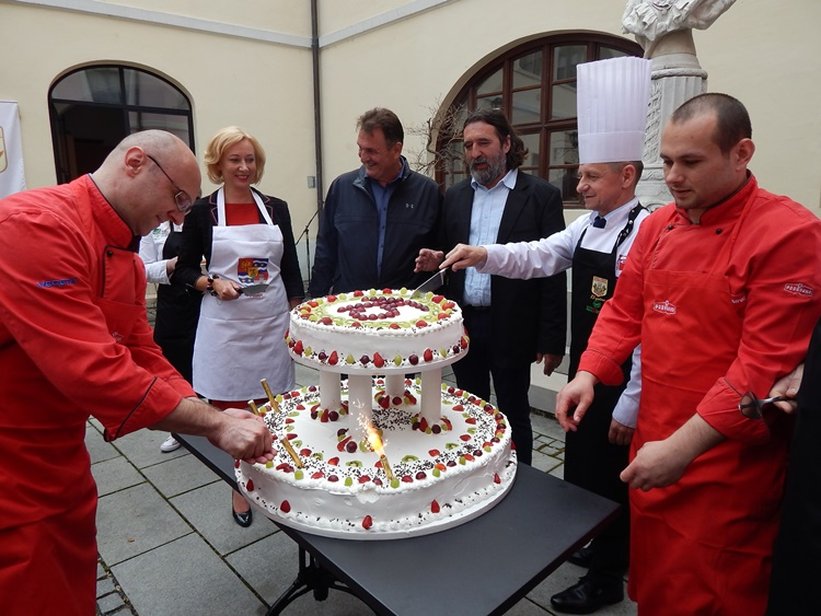 kuhari torta 1