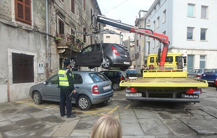 akcija invalidi parkiranje