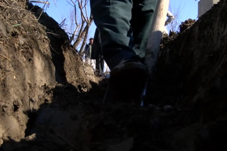 Men digging ditch on farm in Bagrami distict of Kabul, Afghanistan (BBC News Rushes - 18/02/2019 - ABSA627D)