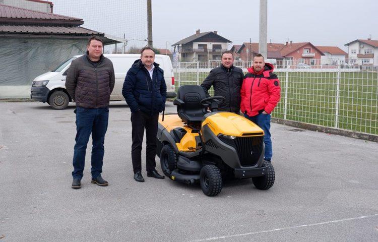 traktorska-kosilica-1024x683