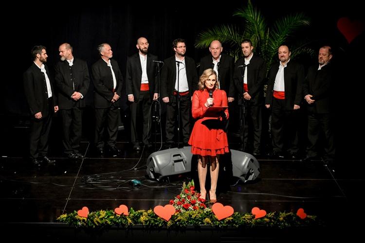 """I ove godine, u subotu, 15. veljače, dvorana Kulturnog centra """"Ivan Rabuzin"""" ponovo je bila ispunjena do posljednjeg mjesta. Naravno, održan je tradicionalni koncert """"Valentinovo uz klape"""" u Novom Marofu."""