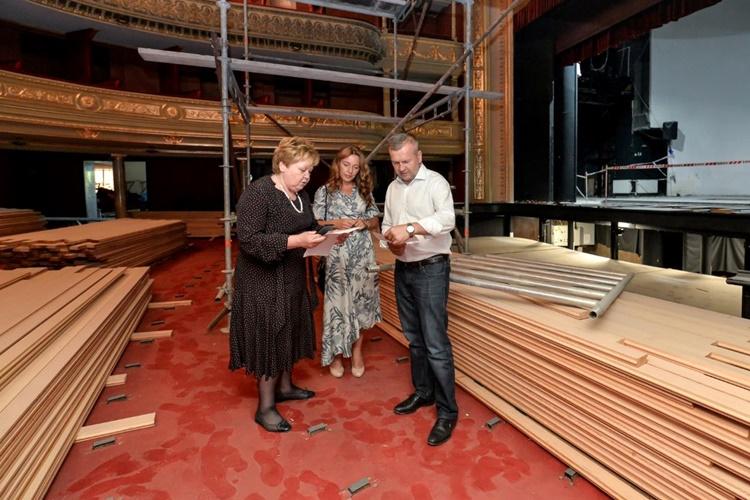 Stričak i Zagorec u pratnji intendantice obišli radove u Hrvatskom narodnom kazalištu u Varaždinu